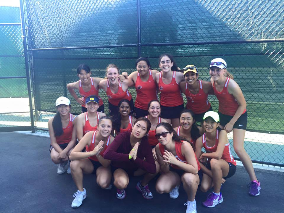 The Varsity Tennis team poses on the court. Courtesy of Emma Bers.