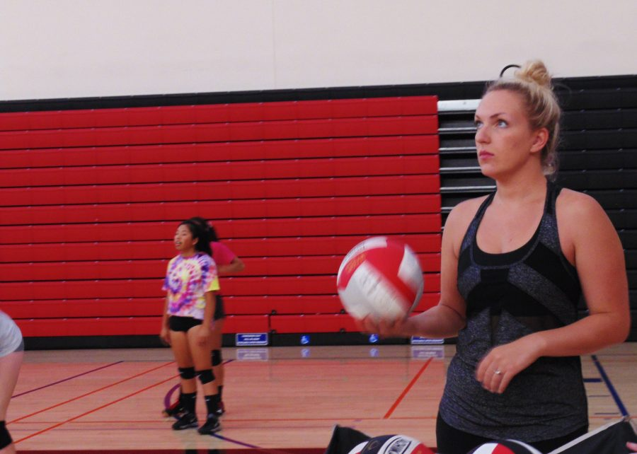 Fall season welcomes new volleyball coach