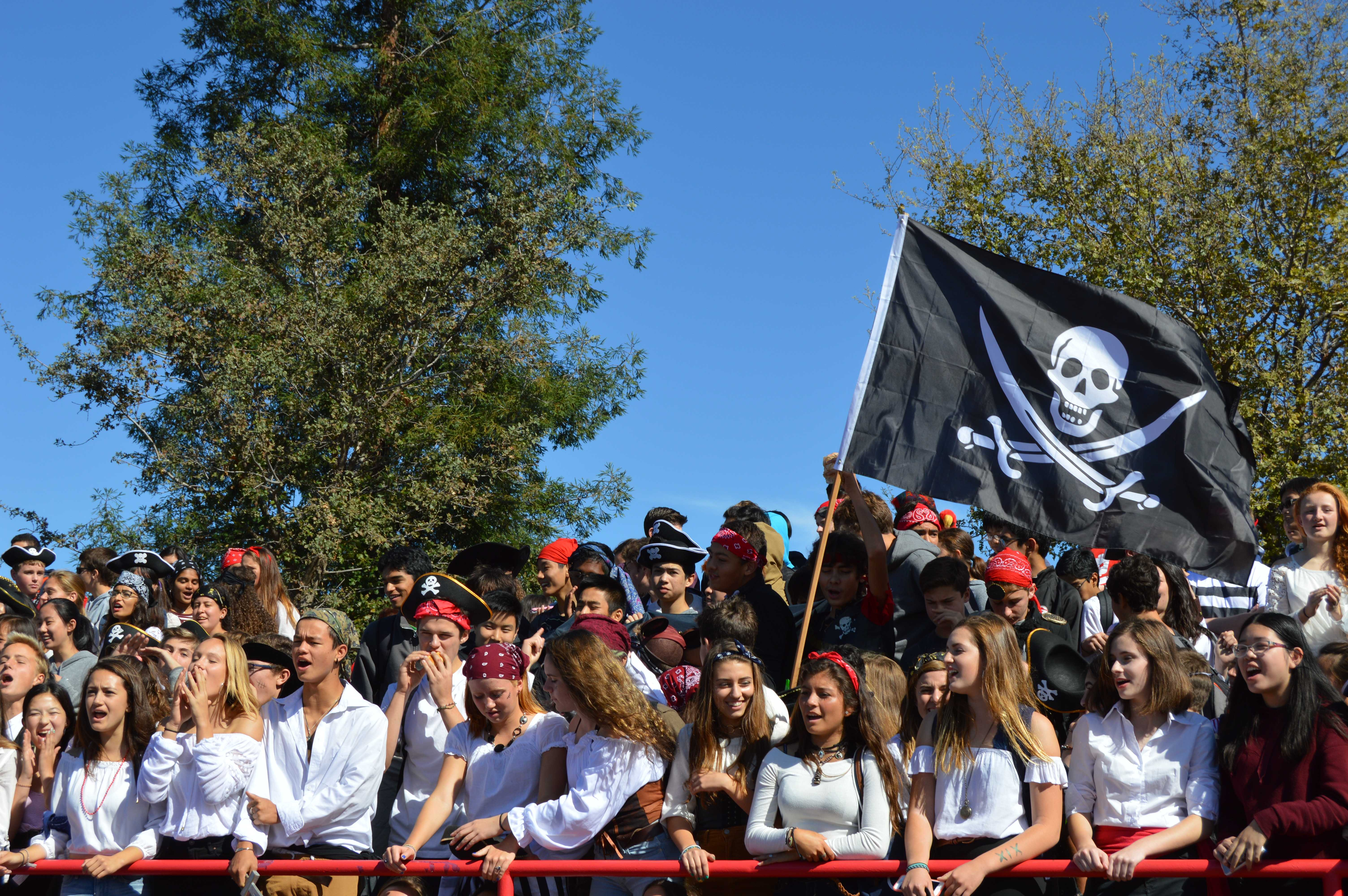 Sophomore+class+of+2019+watches+a+Lunch+game+during+homecoming+week.+Photo+by+Vibha+Arun.