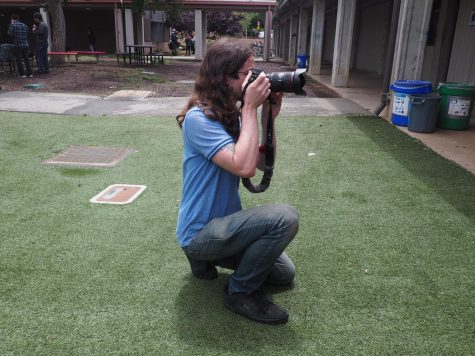 Palo Alto students hold teen photography fundraiser event